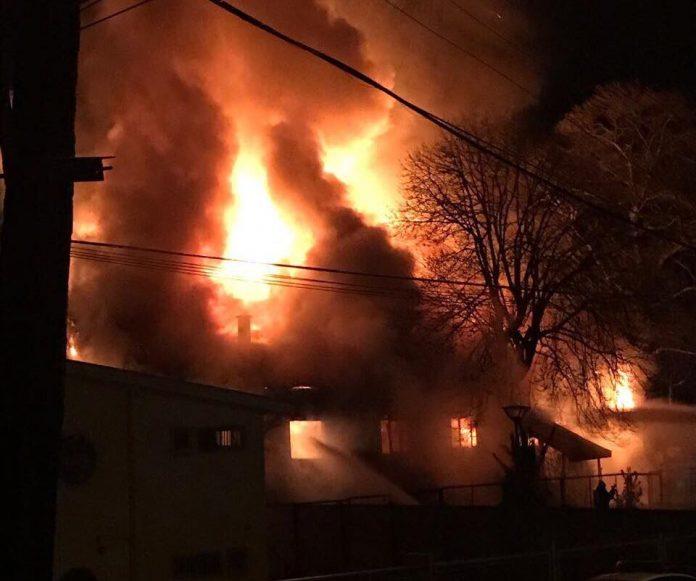 Incendio arrasó con antigua casona Daiber en La Unión